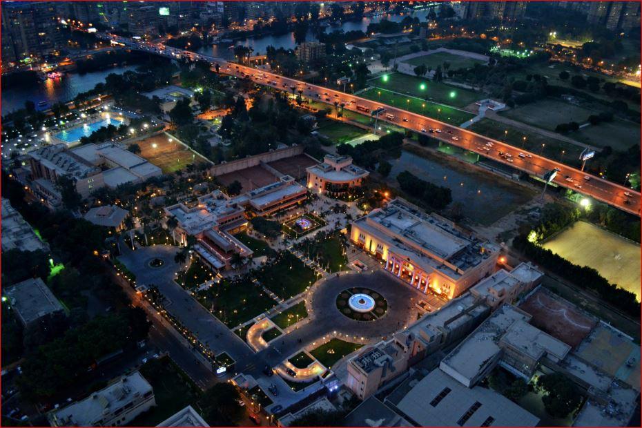 صورة ليلية من اعلي لحي الزمالك بالقاهرة