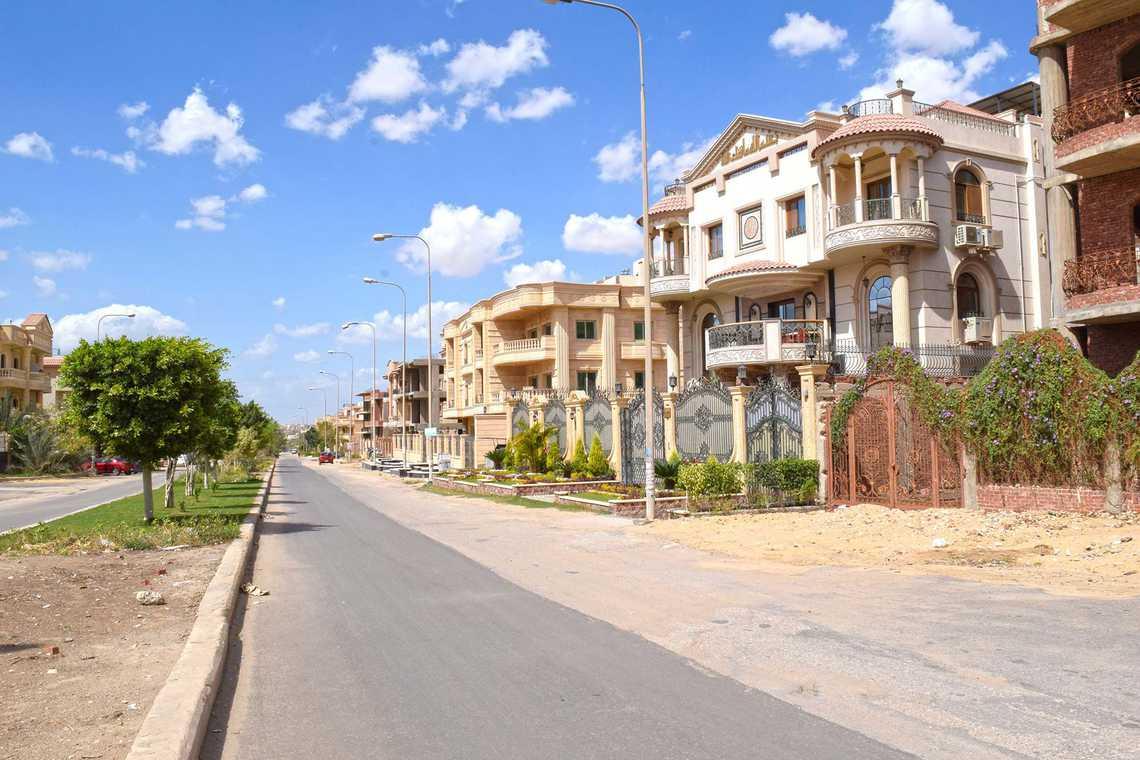 تقع مدينة العبور فى شمال شرق القاهرة