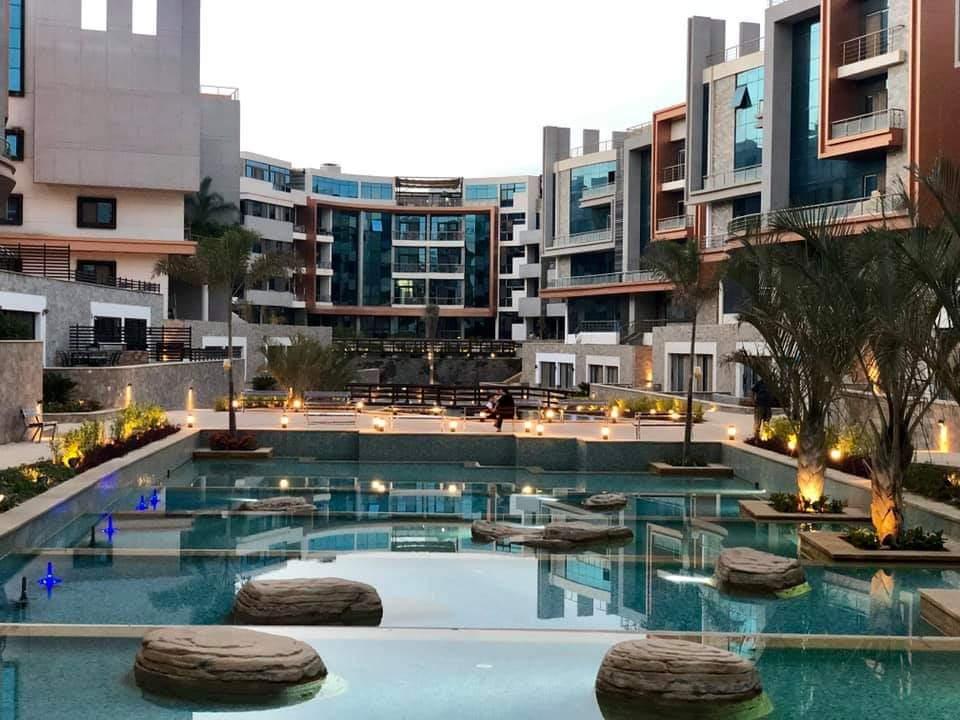 حمامات السباحه في لاميرادا سيتي